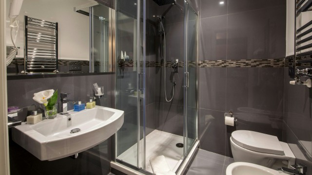 tridente-suites-roma-bathroom-11