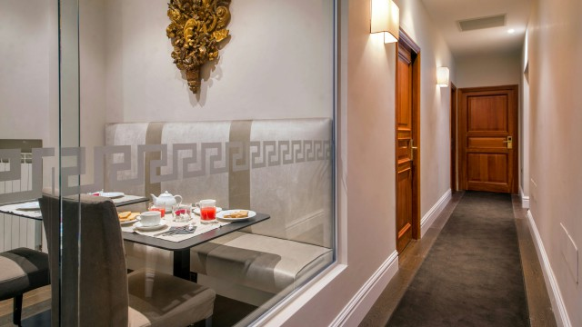 tridente-suites-rome-breakfast-room-14