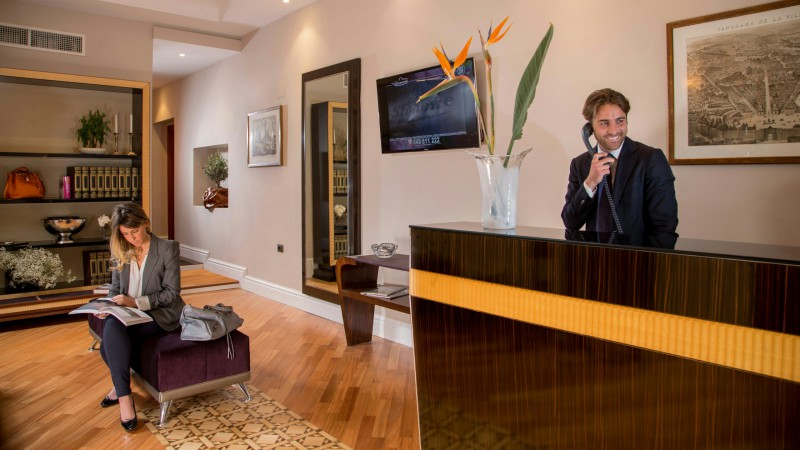 tridente-suites-rome-reception-1